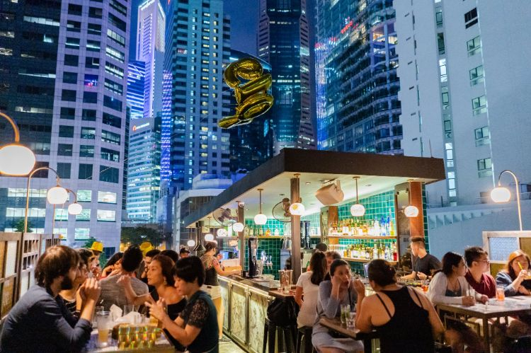 best rooftop bars singapore sum yi tai