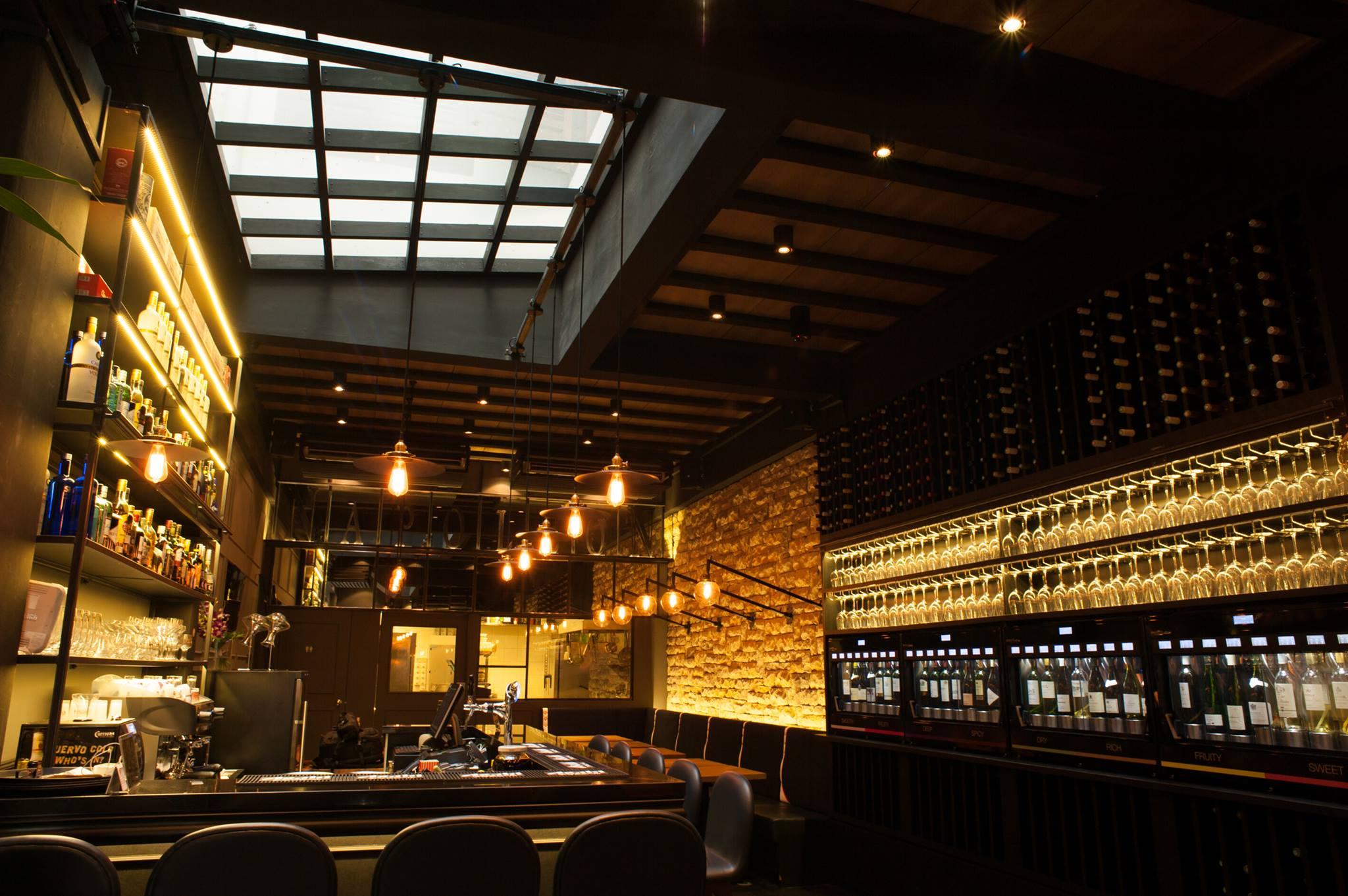 napoleon best wine bars in singapore