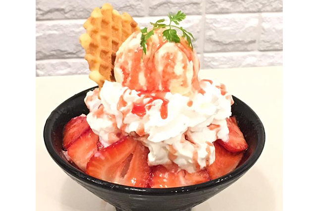 bingsu singapore han bing cafe strawberry waffle