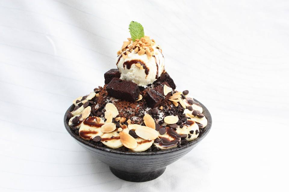 bingsu singapore o'ma spoon korean dessert cafe chocolate brownie banana