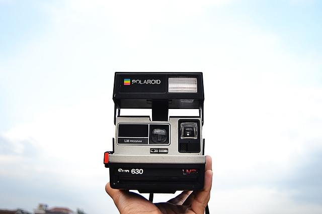 polaroid instant camera christmas gift idea