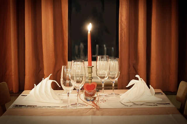 candlelight dinner christmas gift idea