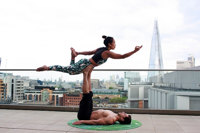 acroyoga couple yoga classes singapore