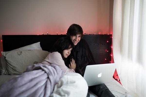 couple cuddle chill bed netflix hacks singapore roulette