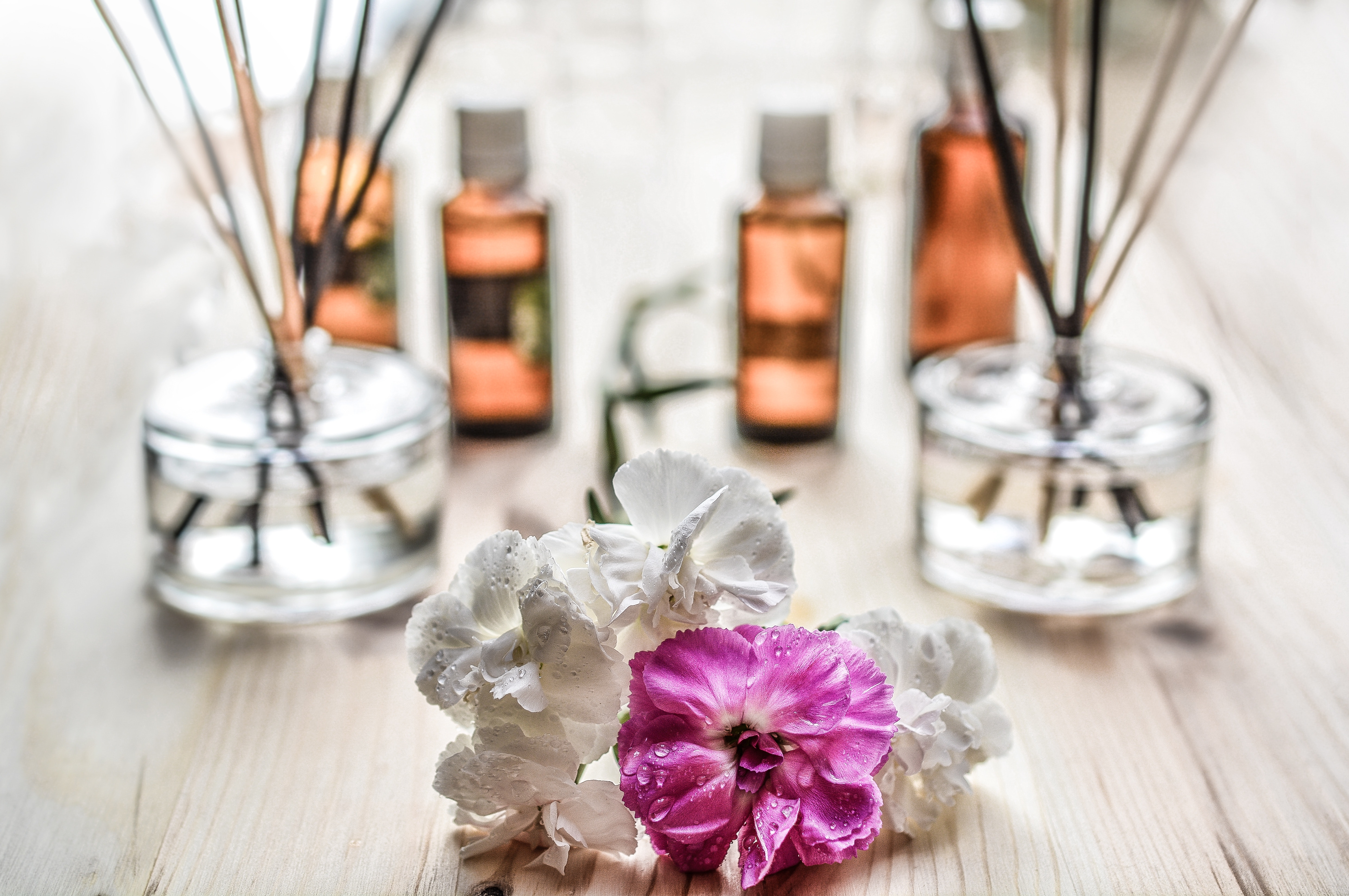 how to sleep better with aromatherapy essential oil scents