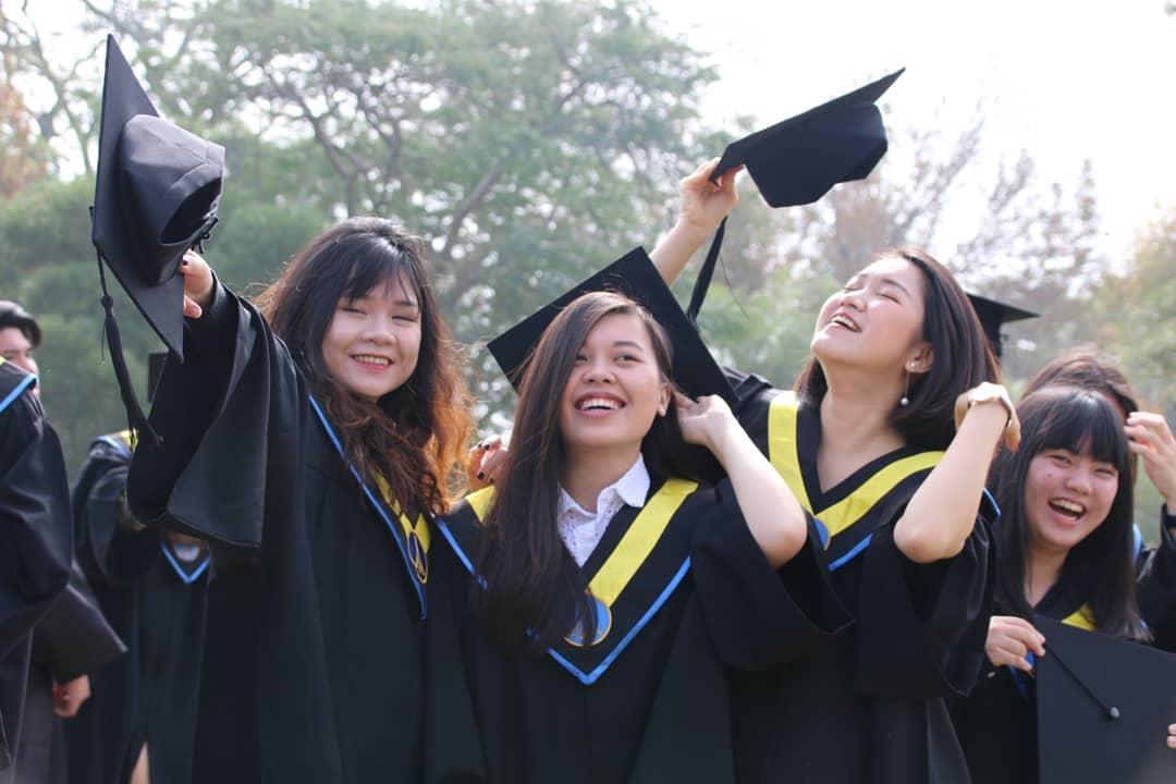 Boao 18 Pieces 2020 Graduation Tassel Academic Graduation Cap Tassels with 2020 Year Gold Date Pendants for Graduates Ceremonies Parties Photos Gold