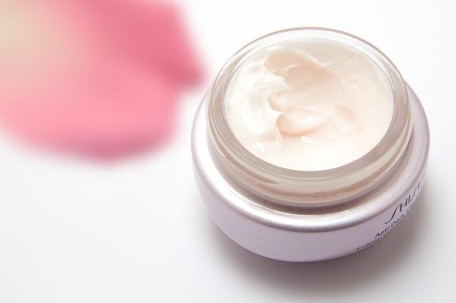 moisturiser serum thick cream