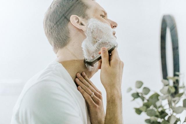 man shaver shaving foam razor