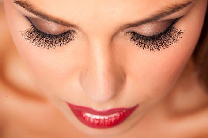 best fake eyelashes featured