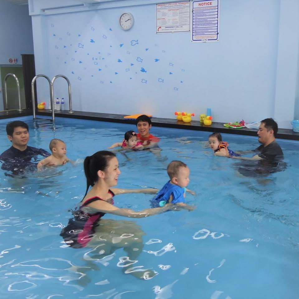 baby swimming lessons singapore aquabambinos