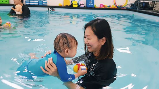 little splashes aqautics baby swimming lessons singapore