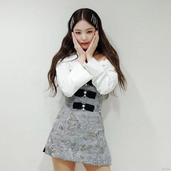 kpop hairstyle blackpink jennie bobby pin inkigayo