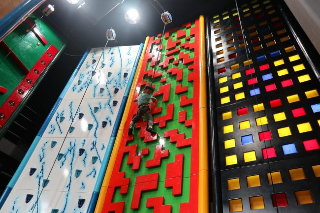 climbing gym singapore clip n climb kids family indoor playground