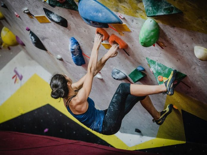 climbing gym singapore bouldering wall woman no harness