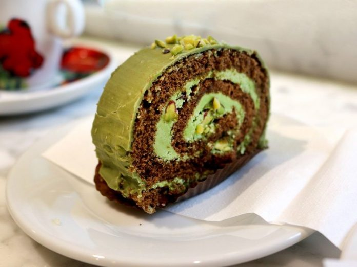 best matcha cake singapore green tea swiss roll cream