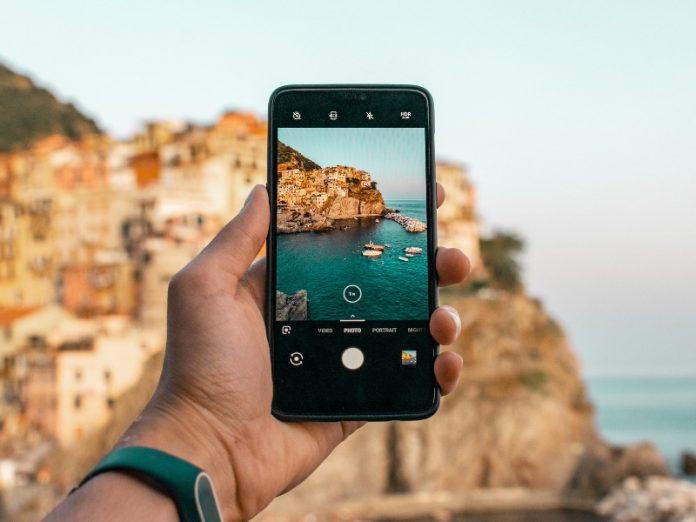 best photo editing app free instagram scenery photo cliffside sea ocean smart phone