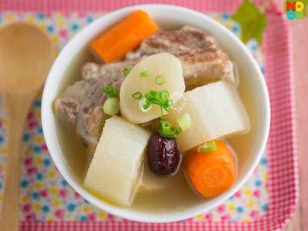 Carrot & Daikon Pork Ribs Soup