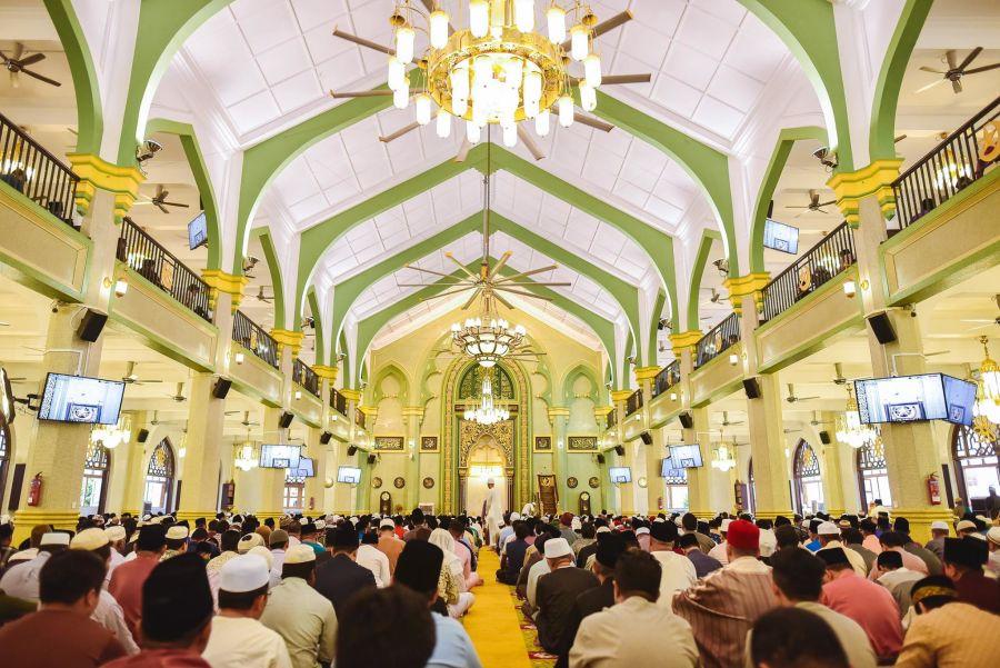 Attend the Eid Prayer (Hari Raya)