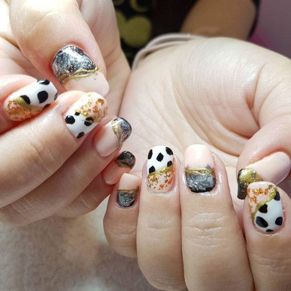 chinese new year nails eileennailssg cow print